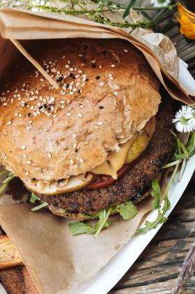 """""""Bee Bee"""" Burger albo Bina Żymła, czyli słodkie obżarstwo  z pożytkiem dla natury w żorskim Zymfcie Kliknięcie w obrazek spowoduje wyświetlenie jego powiększenia"""
